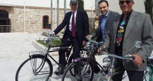 Η διήμερη επίσκεψη του πρέσβη των ΗΠΑ στα Τρίκαλα έκλεισε με ποδηλατοβόλτα!