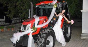 Στόλισαν το τρακτέρ και πήγαν να παντρευτούν