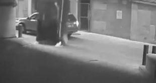 Αυτοκίνητο πέφτει από τον 7ο όροφο πάρκινγκ στο δρόμο | ΒΙΝΤΕΟ