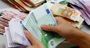 Βρήκε τσάντα με 20.000 ευρώ και την παρέδωσε στην αστυνομία