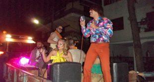 Συναυλία με εν κινήσει τρακτέρ στα Τρίκαλα | ΒΙΝΤΕΟ
