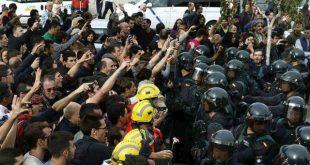 Τεράστια ένταση και επέμβαση της αστυνομίας στο Δημοψήφισμα της Καταλονίας