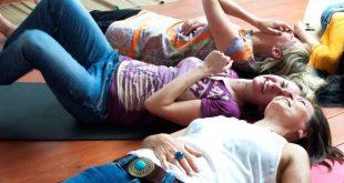 Συναντήσεις yoga γέλιου
