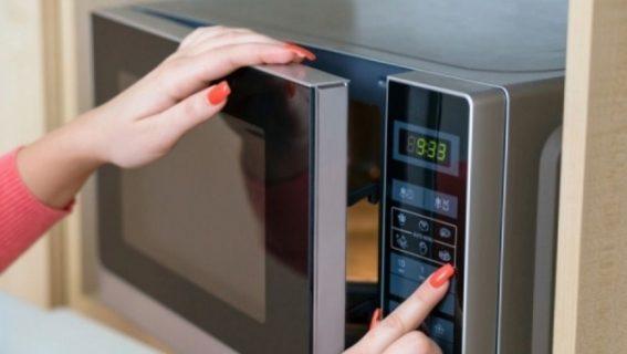 Τα 5 πράγματα που δεν πρέπει ποτέ να βάλετε στον φούρνο μικροκυμάτων