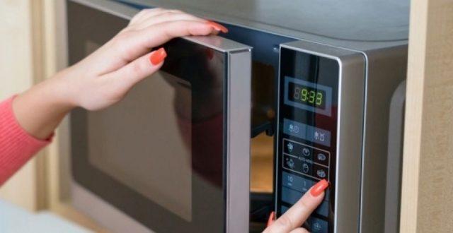 Τα 5 πράγματα που δεν πρέπει ποτέ να βάλετε στον φούρνο