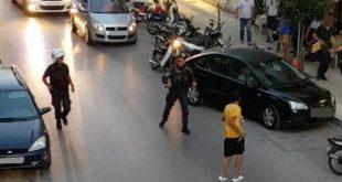 Εικόνες ντοκουμέντο από την επίθεση με μαχαίρι κατά αστυνομικού