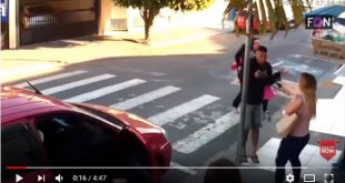 Μητέρα πυροβολεί ληστή που πήγε να ληστέψει γονείς έξω από σχολείο
