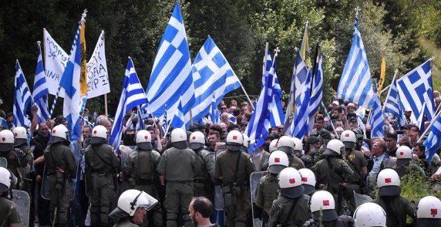 """Άγριες συμπλοκές αστυνομικών με διαδηλωτές για το """"Μακεδονικό"""""""