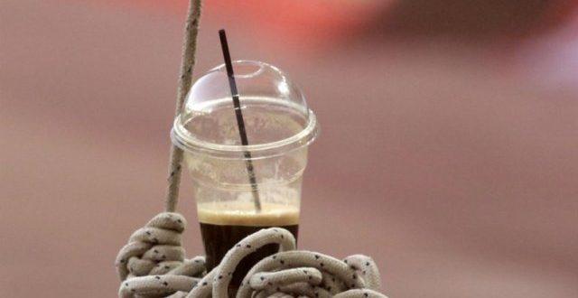 300 εκατομμύρια πλαστικά ποτήρια τον χρόνο καταναλώνουν οι Έλληνες μόνον για τον καφέ τους