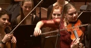 Ολλανδή βιολονίστρια ξαφνικά έπαιξε Τσιτσάνη σε κατάμεστη συναυλία στο Ρότερνταμ