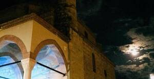 Την Αυγουστιάτικη πανσέληνο μετά μουσικής απόλαυσανΤρικαλινοί στο Κουρσούμ Τζαμί