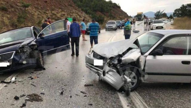 Σφοδρή σύγκρουση αυτοκινήτων στην ε.ο Τρικάλων-Ιωαννίνων
