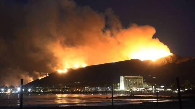 Οι δύο φωτιές, που αποκαλούνται πλέον μαζί «η πυρκαγιά του Μεντοσίνο Κόμπλεξ»