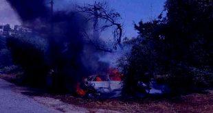 Αυτοκίνητο τυλίχθηκε στις φλόγες στα Τρίκαλα