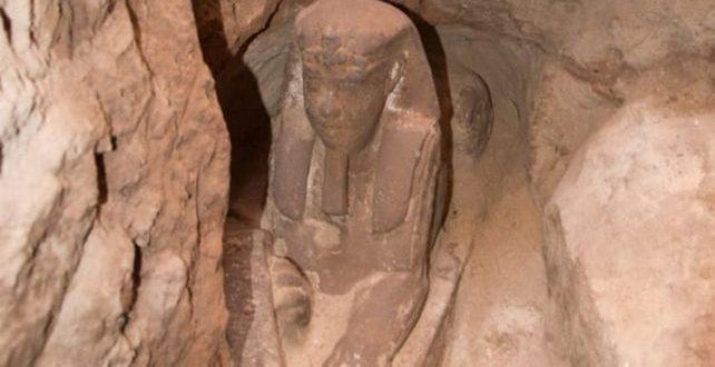 """Ιστορική ανακάλυψη! Στο """"φως"""" Σφίγγα της Ελληνιστικής περιόδου στην Αίγυπτο"""