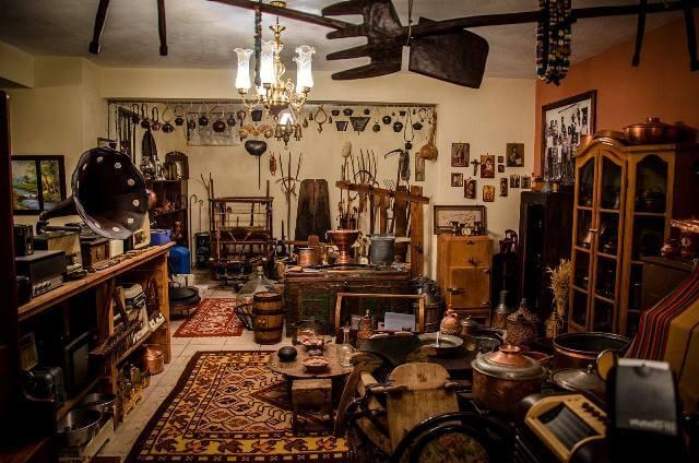 Τρικαλινός συλλέκτης με συλλογή που ξεπερνά τα 20.000 αντικείμενα!