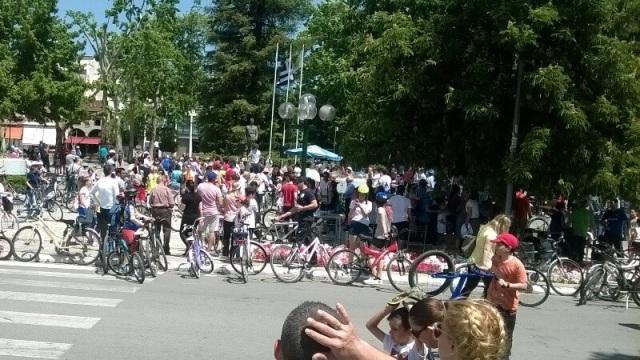 «Πλημμύρισε» από ποδήλατα η πόλη των Τρικάλων