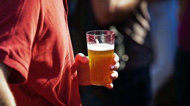 Χειροπέδες σε Τρικαλινό που σέρβιρε αλκοόλ σε ανήλικους