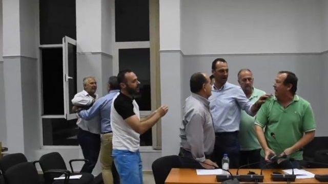 Σύρραξη στο Δημοτικό Συμβούλιο Φαρκαδόνας Τρικάλων