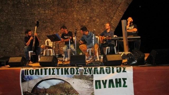 "Photo of ""Φεγγαρόφωτη λαϊκή βραδιά"" στην τοξωτή γέφυρα της Πύλης | ΦΩΤΟ"