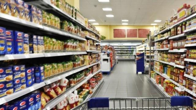 Οι Έλληνες σταμάτησαν να αγοράζουν και τα απαραίτητα