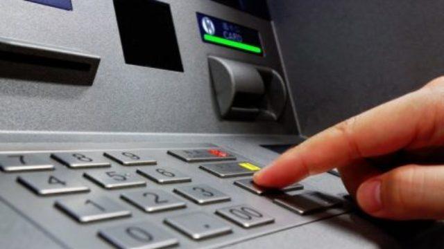 Κατέσχεσαν 8 ευρώ από ακατάσχετο λογαριασμό άνεργης μητέρας