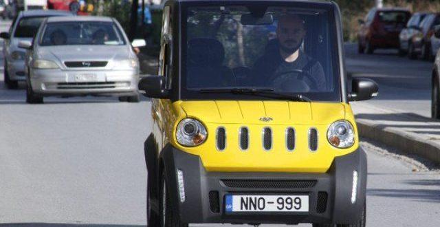 «Καίει» μόλις 1 ευρώ ανά 100 χλμ και παρκάρει σε θέση... κάδου!