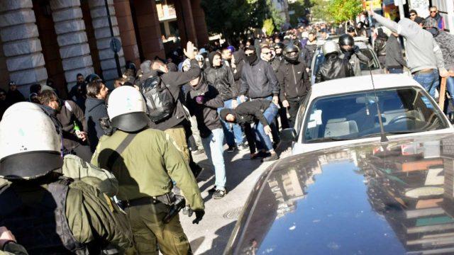Επεισόδια με ξύλο οπαδών του ΠΑΟΚ με Πακιστανούς στο κέντρο της Αθήνας