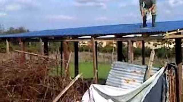 Κτηνοτρόφος της περιοχής Φαρκαδόνας έκοψε στύλους της ΔΕΗ για να φτιάξει στάβλο