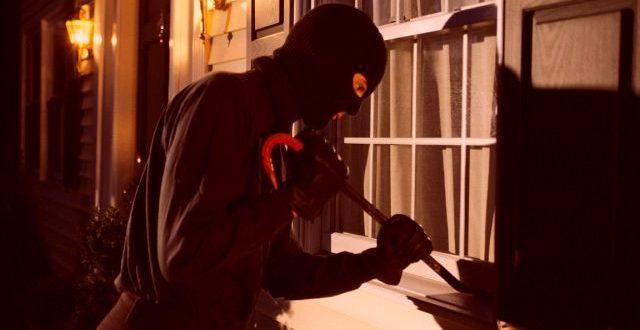Διάρρηξη κατοικίας με λεία χρυσαφικά και 5000 euro στα Τρίκαλα