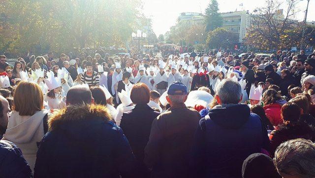 Εορταστικό τόνο έδωσε στην Κεντρική Πλατεία ο Εμπορικός Σύλλογος Τρικάλων
