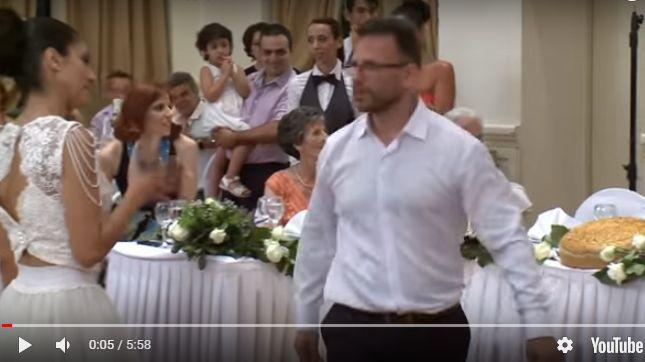 "O πιο ""τρελός"" πρώτος χορός ζευγαριού που έχετε δει"