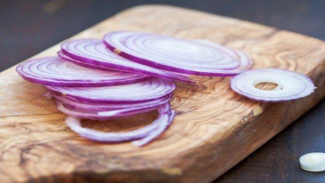 Photo of Απίστευτες εναλλακτικές χρήσεις για το κρεμμύδι – Εκτός μαγειρικής