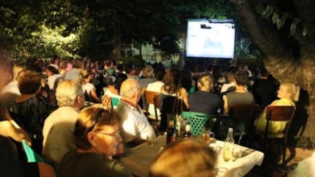 Κινηματογραφικό θερινό ραντεβού με κωμωδία στο καφενείο «Τσιαρονίκος»