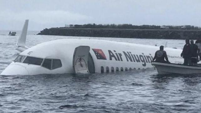 Αεροπλάνο «προσπέρασε» το αεροδρόμιο και προσγειώθηκε σε λιμνοθάλασσα