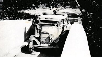 Photo of Το προπολεμικό λεωφορείο που εκτελούσε το δρομολόγιο από την Καλαμπάκα προς την Καστανιά