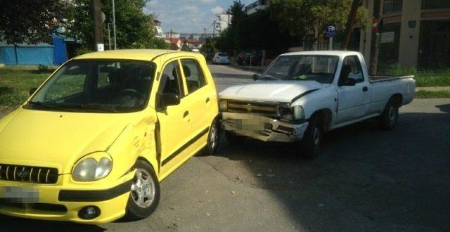 Τρακάρισμα με σοβαρές υλικές ζημιές στην διασταύρωση Μακεδονίας & 5ου Συνταγματος στα Τρίκαλα