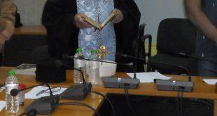 Έκαναν αγιασμό σε Δημοτικό Συμβούλιο για να σταματήσουν οι τσακωμοί! | ΦΩΤΟ