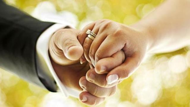 Γιατρός σκηνοθέτησε γάμο «μαϊμού» για να βλέπει σύζυγο και ερωμένη!!!