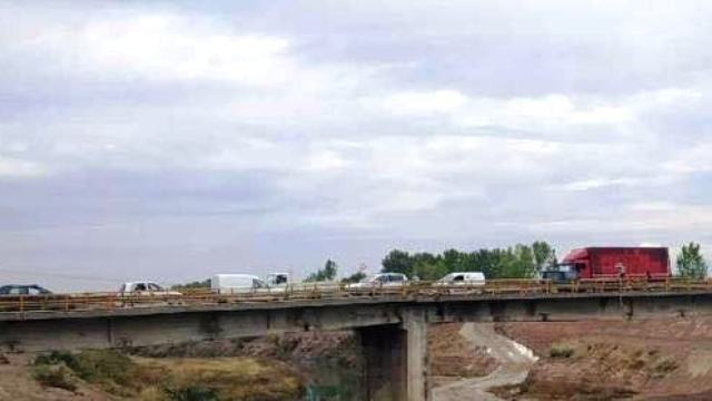 Photo of Σφοδρή σύγκρουση ΙΧ με μηχανάκι πάνω στη γέφυρα του Καραβόπορου!