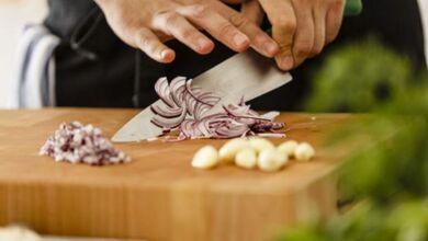 Photo of Πώς ξεμυρίζουν τα χέρια από κρεμμύδι και σκόρδο!