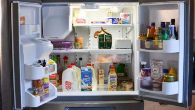Έτσι θα διώξετε τις άσχημες μυρωδιές από το ψυγείο