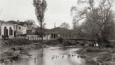 Photo of Η πέτρινη γέφυρα του «Πίχτου» στα Τρίκαλα του 1890