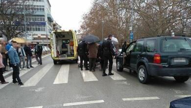 Photo of Αυτοκίνητο παρέσυρε πεζό στο κέντρο των Τρικάλων! | ΦΩΤΟ