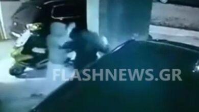 Σοκαριστικό βίντεο: Η στιγμή που ο «δράκος των Χανίων» επιτίθεται σε κοπέλα κάτω από το σπίτι της