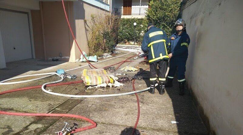 Φωτιά σε διαμέρισμα στο κέντρο των Τρικάλων