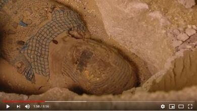 Σοκ και δέος από το live άνοιγμα σαρκοφάγου στην Αίγυπτο