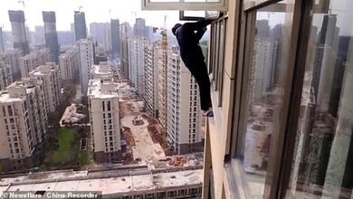 Προσπάθησε να αποφύγει την σύλληψη και βρέθηκε να κρέμεται από τον 22ο όροφο!