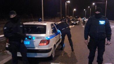 Ρομά πυροβόλησαν κατά αστυνομικών και εμβόλισαν περιπολικό