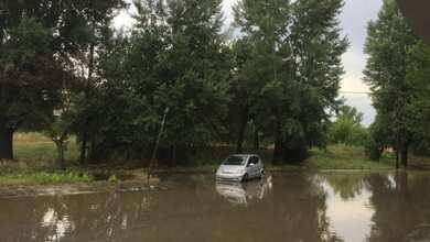 Πλημμυρισμένοι δρόμοι και υπόγεια από ξαφνικό μπουρίνι